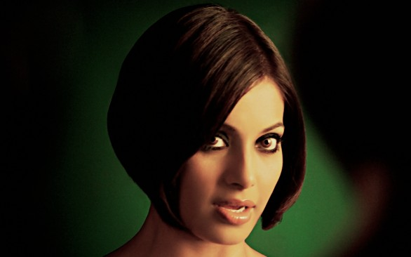 bipasha basu hot 586x366 Bipasha Basus satire on South Hottie