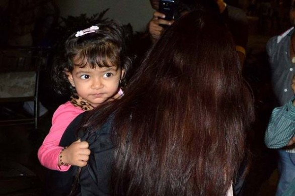 Aishwarya Rai and Aaradhya Bachchan Latest photos 10 586x390 Aishwarya Rai and Aaradhya Bachchans latest photos