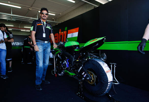 actor-nagarjuna-and-akhil-in-spain-with-their-superbike-which-won-the-race-2