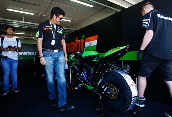 actor-nagarjuna-and-akhil-in-spain-with-their-superbike-which-won-the-race-3