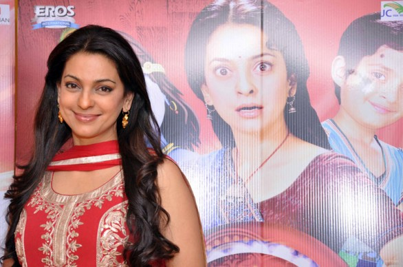 juhi-chawla-at-press-conference-of-main-krishna-hoon3
