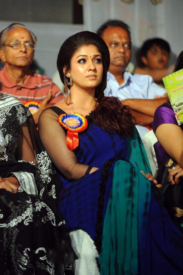 nayanthara-stills-at-nandi-awards-2011-function-10
