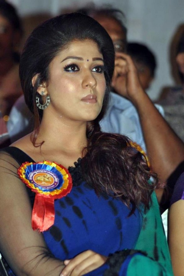 nayanthara-stills-at-nandi-awards-2011-function-26