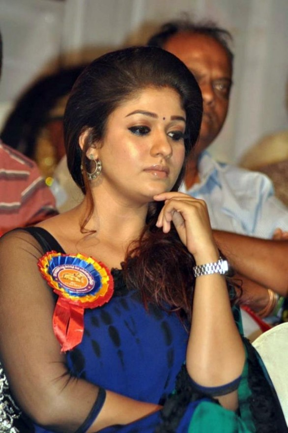 nayanthara-stills-at-nandi-awards-2011-function-35