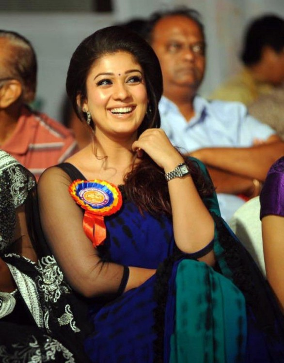 nayanthara stills at nandi awards 2011 function 5 586x750 Nayanatara Hot in Saree