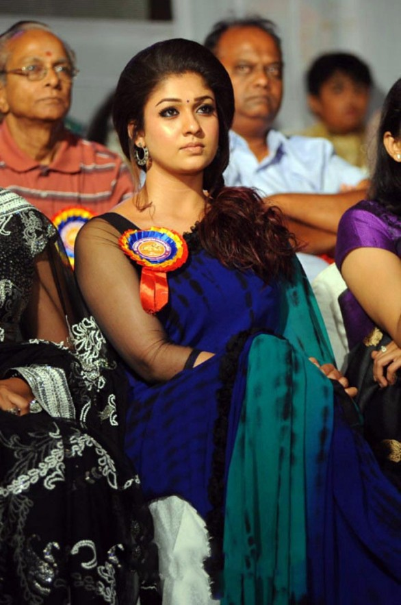 nayanthara stills at nandi awards 2011 function 9 586x883 Nayanatara Hot in Saree