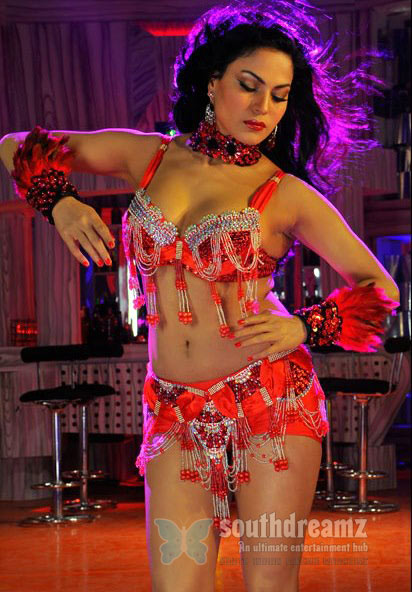 veena-malik-in-silk-sakkath-maga2