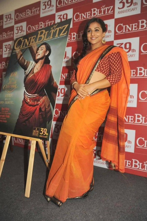 vidya balan launches cineblitz magazine april 2013 4 586x880 Vidya Balan Hot navel Show