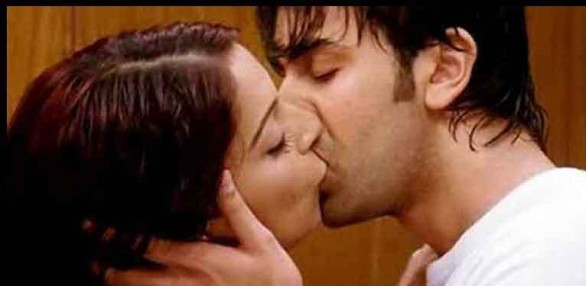 Hottest-Sexiest-Lip-Locks-of-Bollywood-20