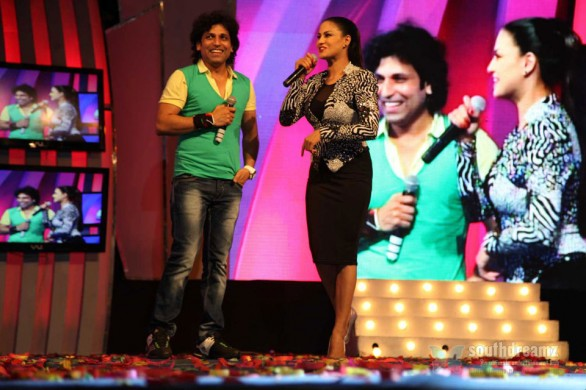 veena-malik-with-rajan-verma-performed-at-gujarat-gauravvanta-awards-ahmedabad10