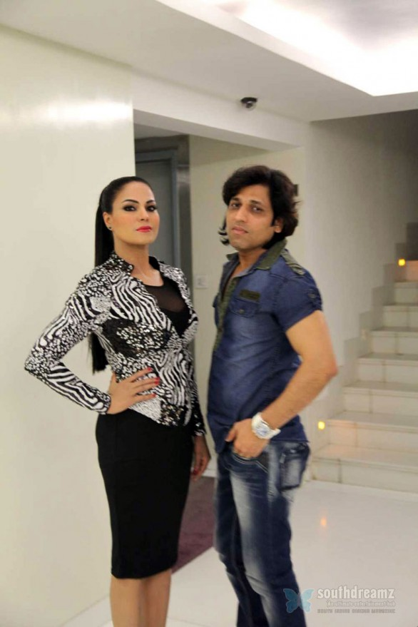 veena-malik-with-rajan-verma-performed-at-gujarat-gauravvanta-awards-ahmedabad5