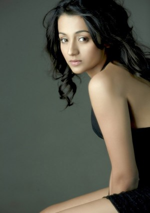 Trisha-Hot-Cleavage-Show-Pictures-Stills-Spicy-Pics-Navel-Show-2