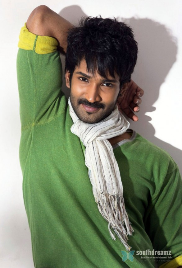 tamil-actor-aadhi-photoshoot-stills-19