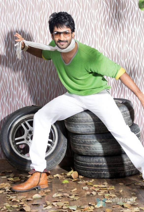 tamil-actor-aadhi-photoshoot-stills-43