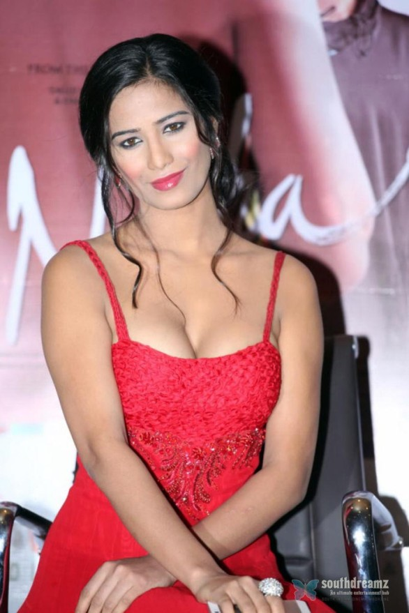 Poonam-Pandey-Hot-Photos-At-Nasha-Movie-Promotions-020