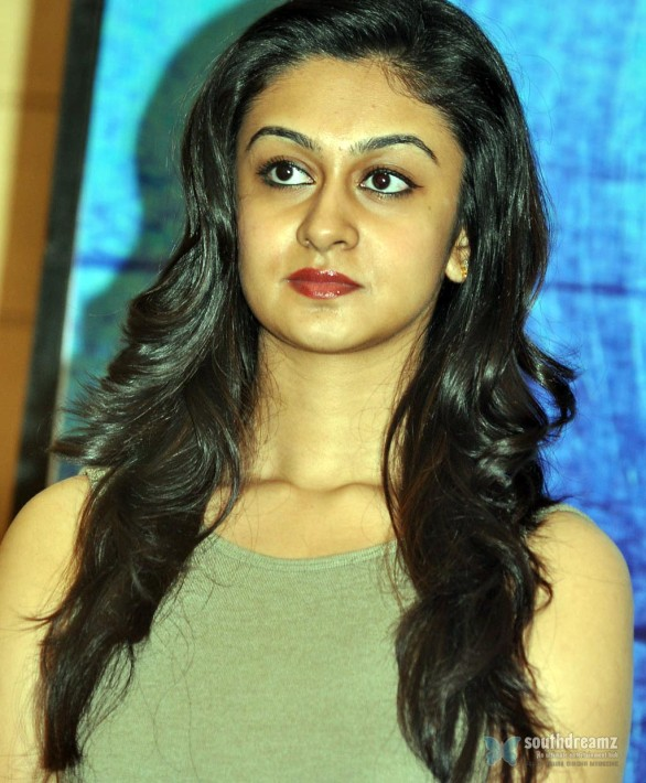 tamil-actress-aishwarya-arjun-latest-stills-2