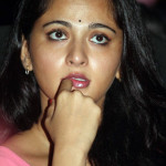 anushka-at-Irandam-Ulagam-Audio-Release