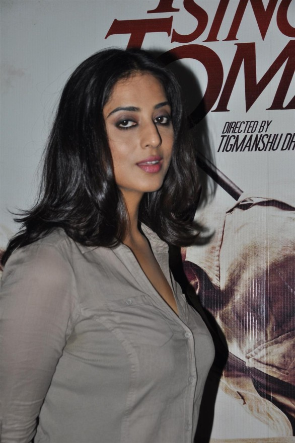bollywood-desi-masala-actress-mahie-gill-hot-sexy-photos-14