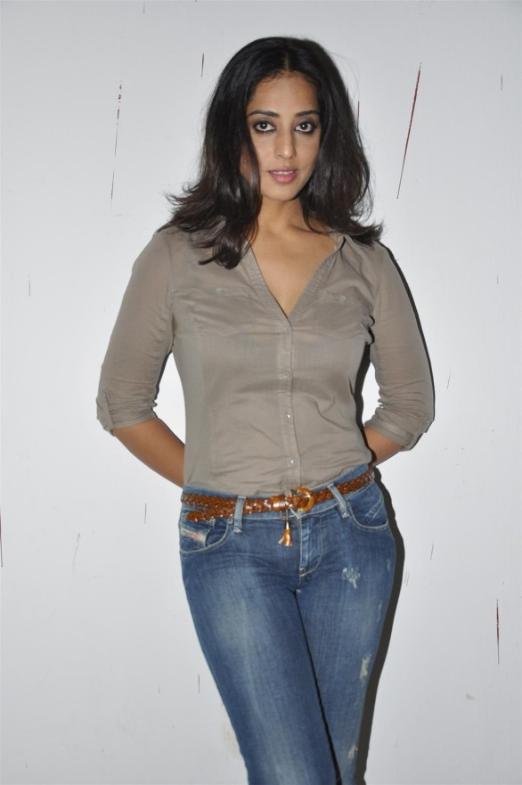 bollywood-desi-masala-actress-mahie-gill-hot-sexy-photos-6