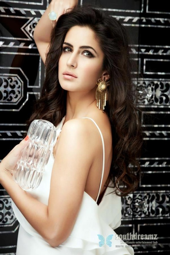 bollywood-sexy-actress-katrina-kaif-hot-desi-masala-wallpapers-30