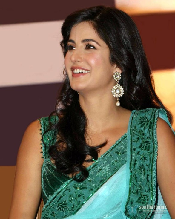 bollywood-sexy-actress-katrina-kaif-hot-desi-masala-wallpapers-32