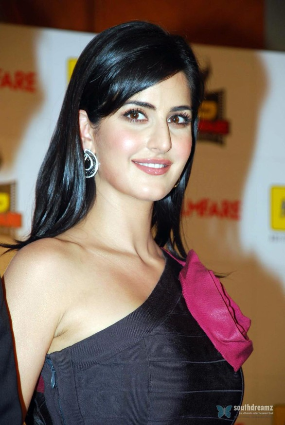 bollywood-sexy-actress-katrina-kaif-hot-desi-masala-wallpapers-6