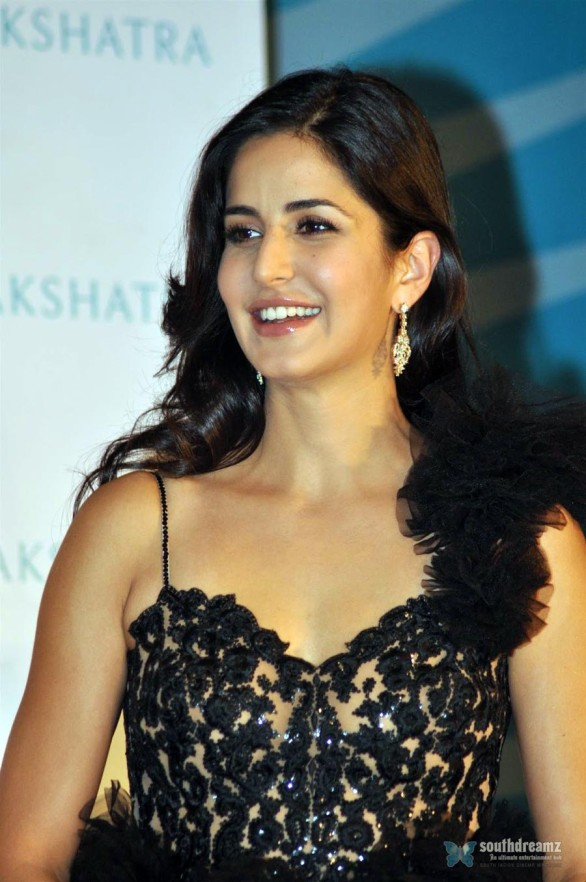 bollywood-sexy-actress-katrina-kaif-hot-desi-masala-wallpapers-91
