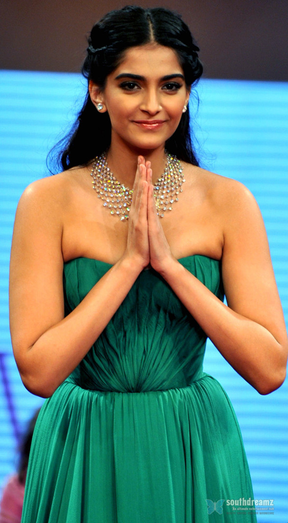 sonam kapoor sexy photo 586x1063 Sonam Kapoor edges past Aishwarya Rai and Katrina Kaif