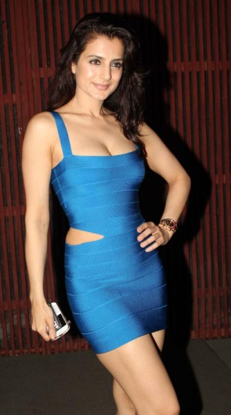 bollywood- amisha-patel-in-short-side-cut-tight-blue-dress