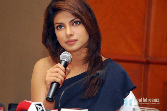 hot-bollywood-actress-priyanka-chopra-desi-style-sexy-photos-20