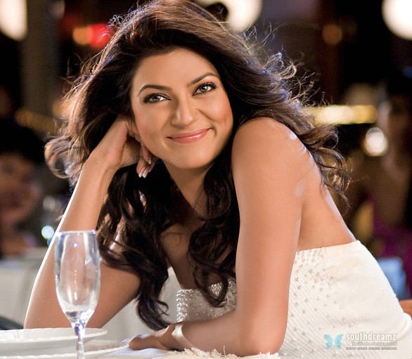 indian-bollywood-glamour-actress-sushmita-sen-sexy-high-quality-wallpapers-1