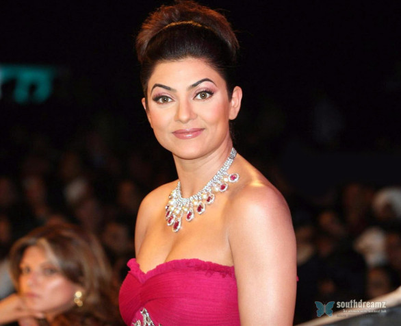 indian-bollywood-glamour-actress-sushmita-sen-sexy-high-quality-wallpapers-15