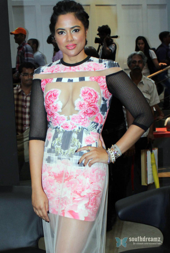 sameera-reddy-hot-photoshoot-at-blenders-pride-fashion-tour-2013-launch-3