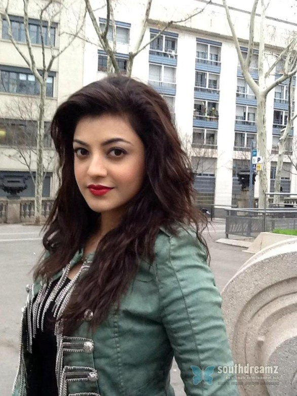 sexy-indian-actress-kajal-agarwal-unseen-private-life-photo-57