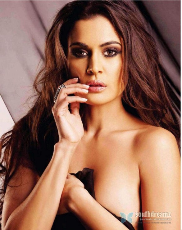 south-african-model-and-television-anchor-shashi-naidoo-hot-photos-9