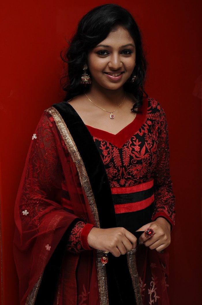 Heroines Dance Photos At Cinemaa Awards 2012: Kumki-Heroine-Lakshmi-Menon-Gallery