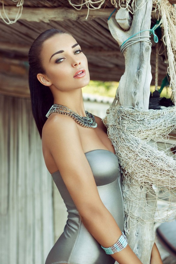 amy-jackson-bikini-photoshoot-2013-_12