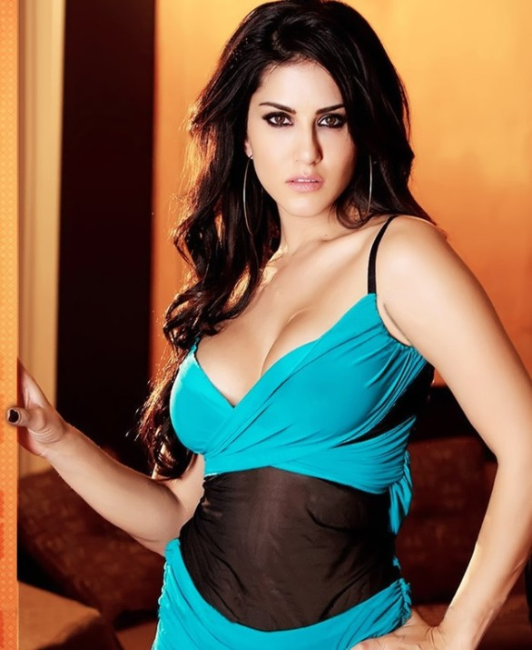 indian adult star sunny leone sexy photos 15 586x715 Adult star in Black and Blue