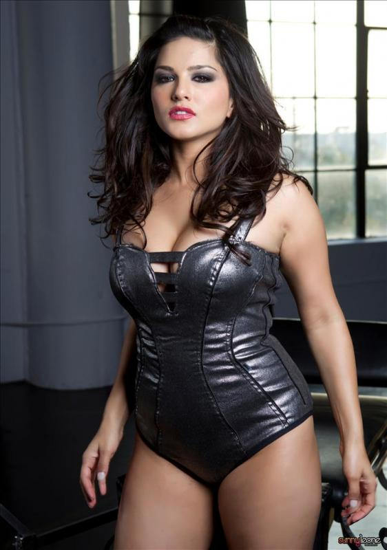 indian-adult-star-sunny-leone-sexy-photos-2
