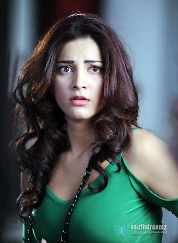 hot-tamil-girl-Shruthi-Hassan-awesome-expression-photos-southdreamz-10