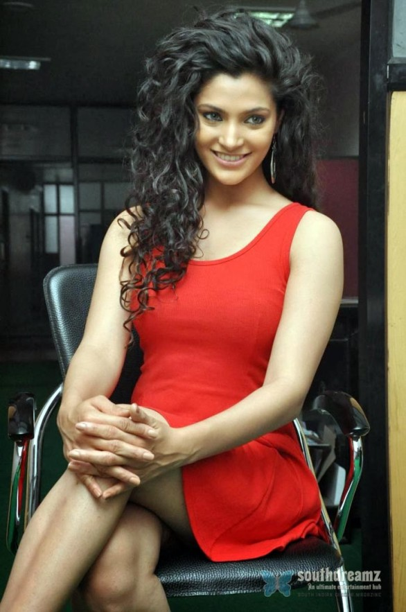 saiyami-kher-latest-hot-photos-5