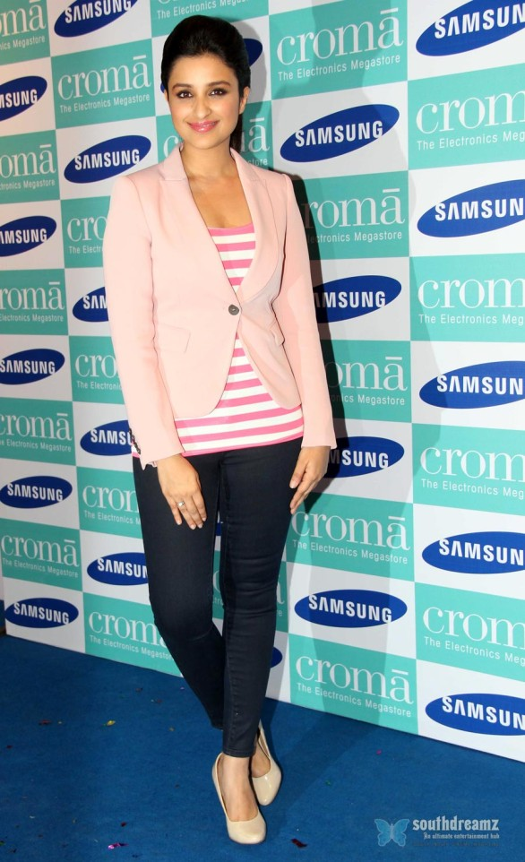 hot-sexy-girl-hot-sexy-girl-parineeti-chopra-launch-samsung-galaxy-note-iii-24