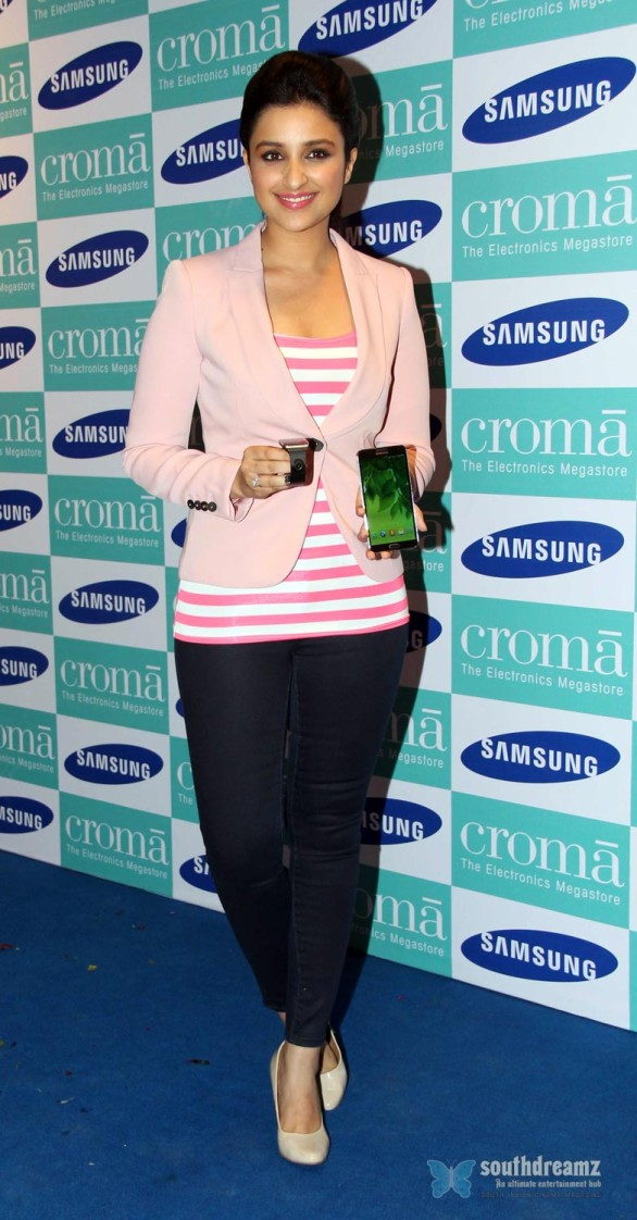 hot-sexy-girl-hot-sexy-girl-parineeti-chopra-launch-samsung-galaxy-note-iii-25
