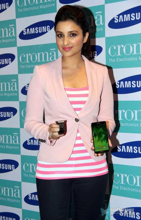 hot-sexy-girl-hot-sexy-girl-parineeti-chopra-launch-samsung-galaxy-note-iii-37