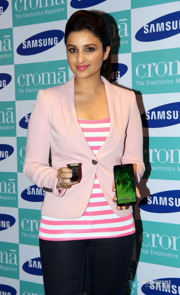 hot-sexy-girl-hot-sexy-girl-parineeti-chopra-launch-samsung-galaxy-note-iii-38