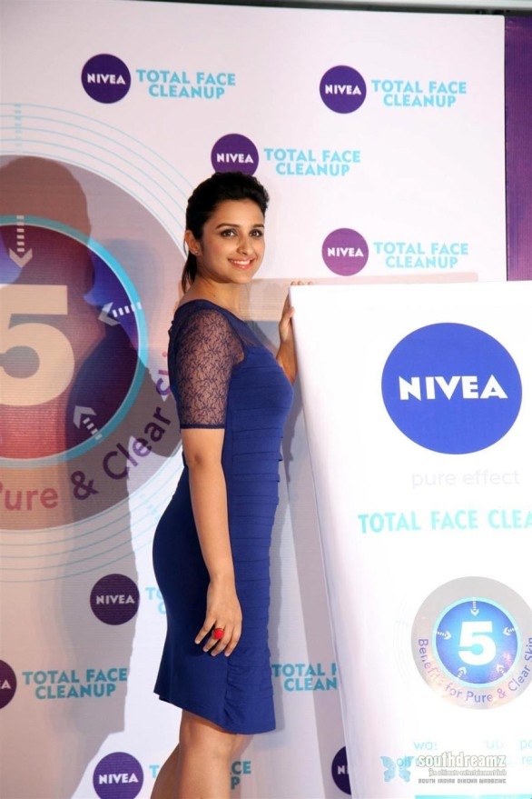 hot-sexy-girl-hot-sexy-girl-parineeti-chopra-looks-super-sexy-in-blue-skirt-at-the-launch-of-nivea-total-face-cleanup---raag.fm-(7)