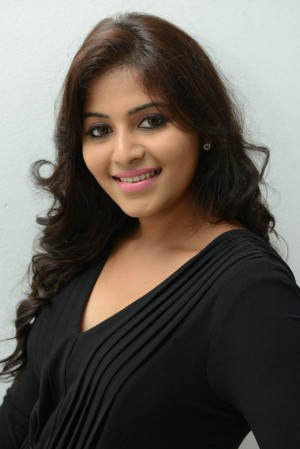 anjali-latest-hot-and-cute-stills-in-black-dress-124