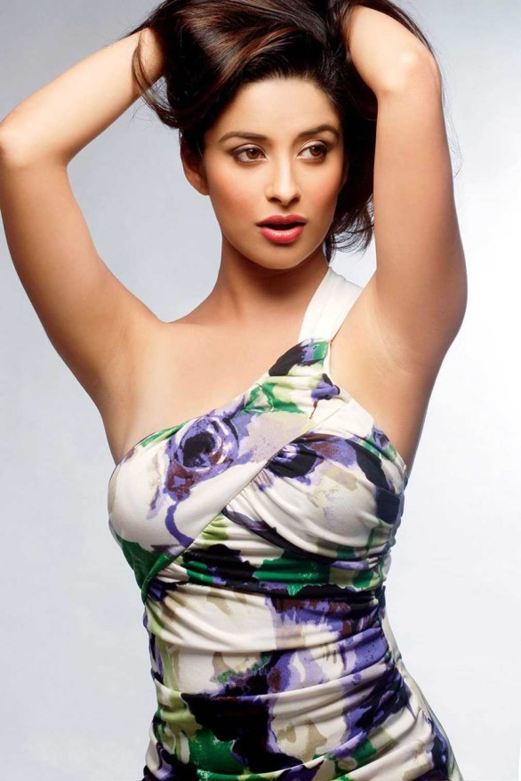 bollywood-spicy-actress-madhurima-bikini-hottest-photo-25