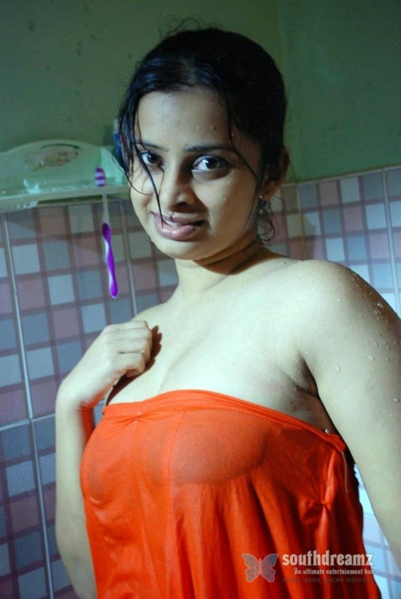 south-indian-glamour-actress-wet-photos-10