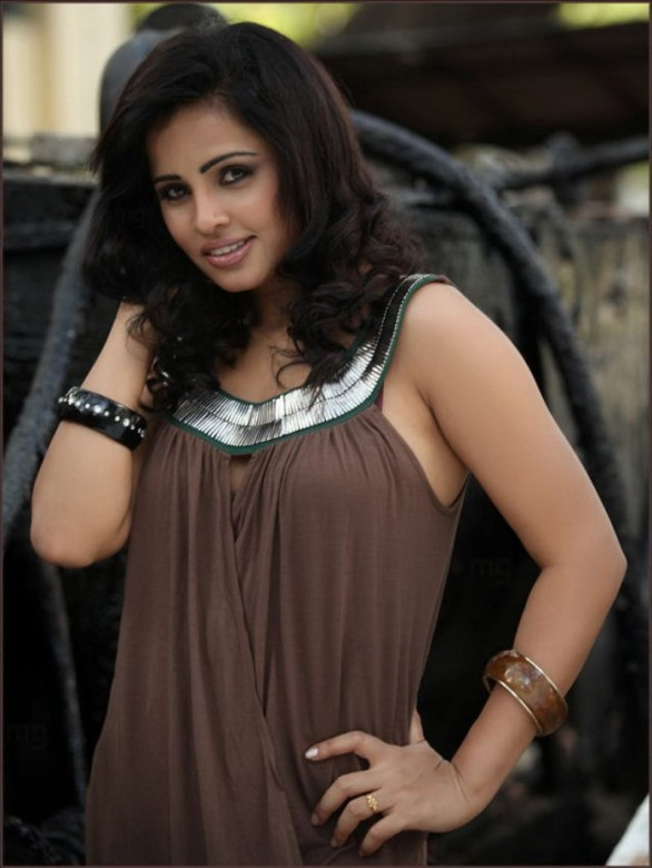 Teenage-actress-hasika-sexy-photos-15